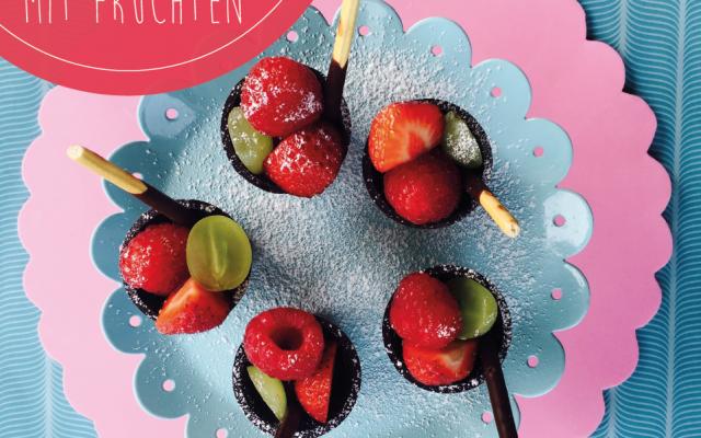 Schokocups mit Früchten