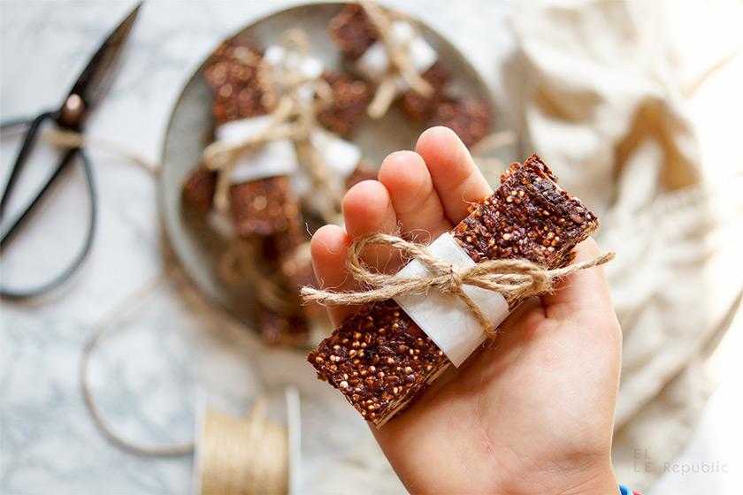 gesunde schokoladenriegel mit mandeln und quinoa. Black Bedroom Furniture Sets. Home Design Ideas