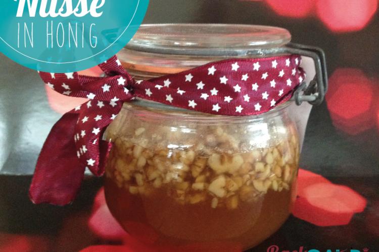 Honig mit Nüssen